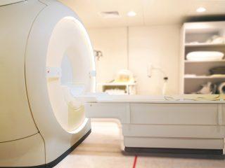 Moc urządzeń do rezonansu magnetycznego - czym różni się 1,5 T od 3 T