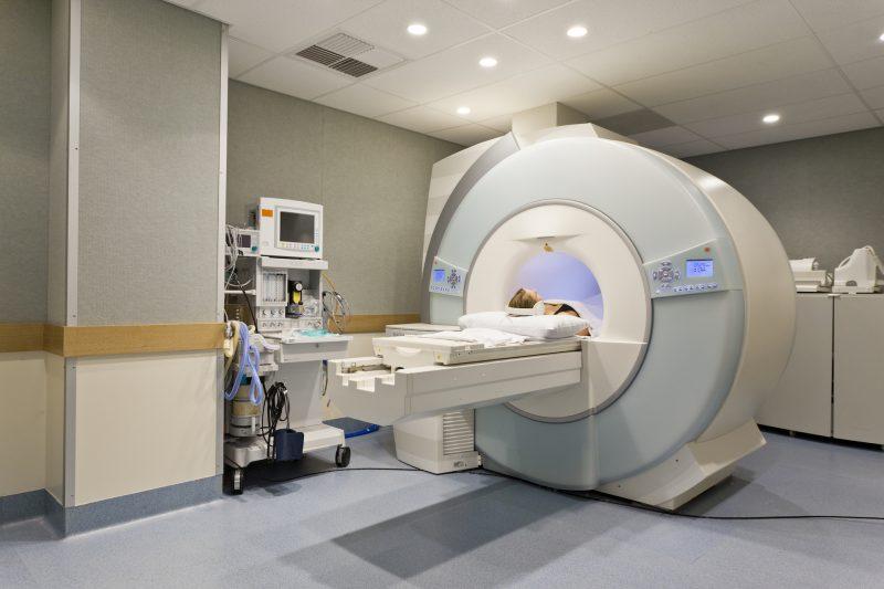 Rezonans magnetyczny jamy brzusznej - jak przebiega