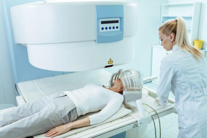 Rezonans magnetyczny twarzoczaszki - jak przebiega, jak się przygotować